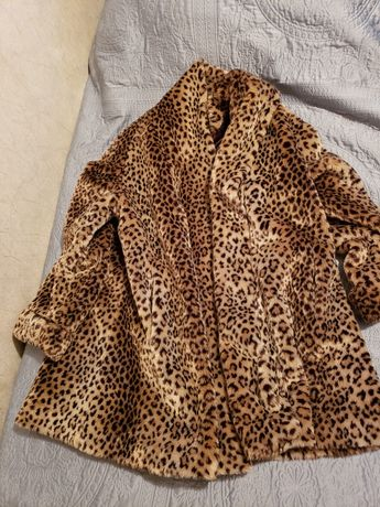 Стильне нове пальто