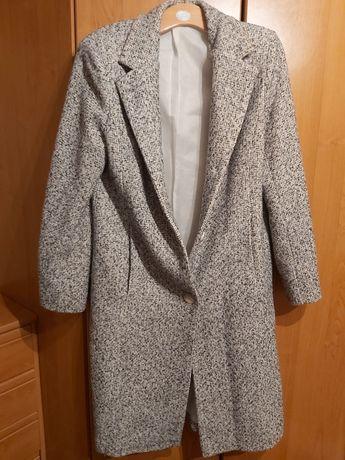 Czarno-biały płaszcz