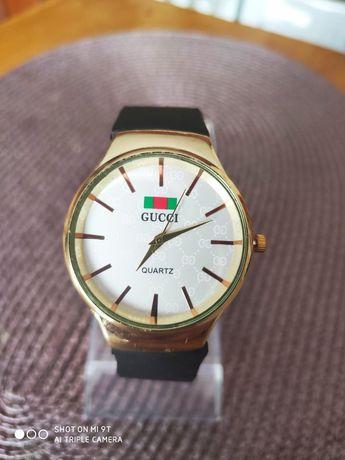 Zegarek na gumowym pasku