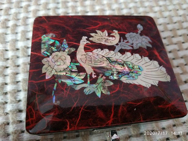 Лакированная корейская шкатулка павлин инкрустированная перламутром