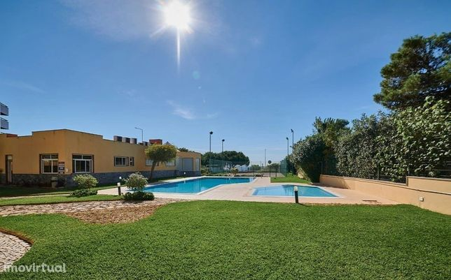Apartamento T3 em condomínio com piscina