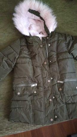 Продам зимнюю куртку на девочку, 116-122 рост