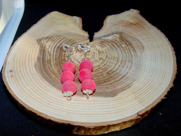 Różowe kulki zamszowe klipsy