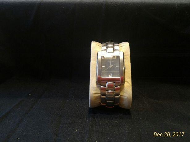 """Męski srebrny kwadratowy zegarek """"Kenneth Cole"""""""