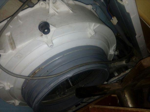 Продам мини стиральную  машинку на запчастиLG