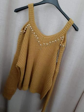 Modny sweterek odkryte ramiona perełki S M L