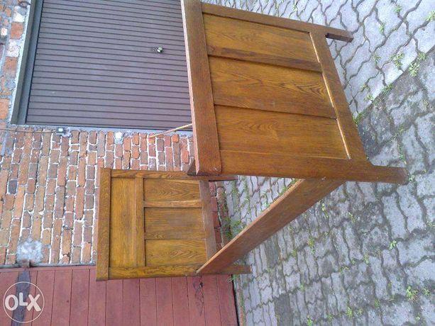 zabytkowe łóżko drewniane