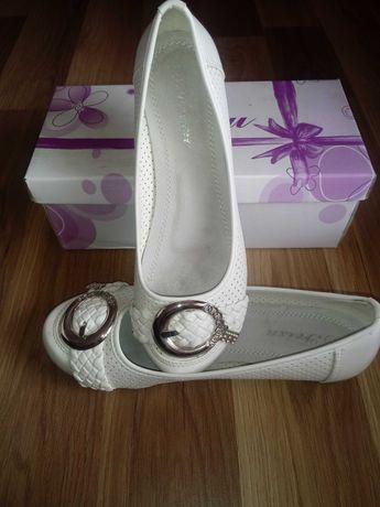 Sprzedam piękne baleriny r.37 Białe Nowe