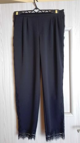 Czarne spodnie Reserved , rozmiar 34. Powinny pasować też na 36.