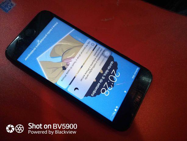 iPhone 7 129gb  com o ecrã partido .