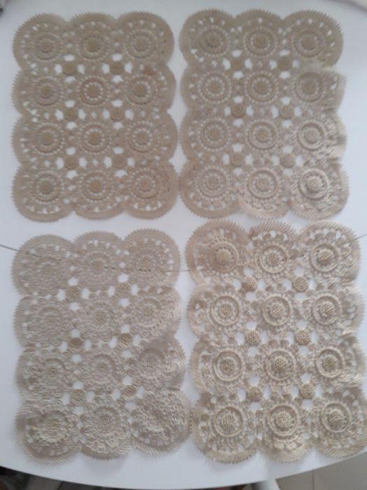 Quatro naperons (individuais) em crochet
