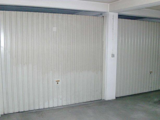 Garagem fechada .