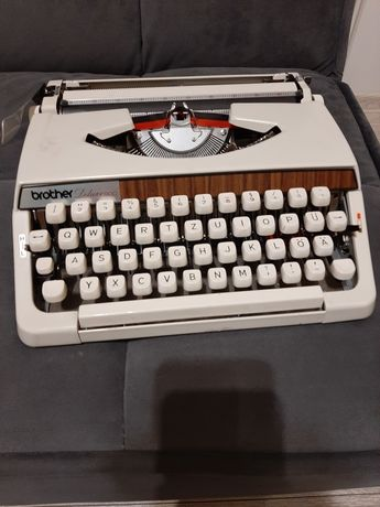 Maszyna do pisania Brother Deluxe 900