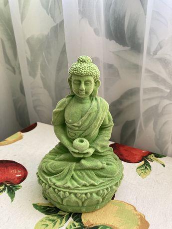 Medytujący Budda - w kolorze jadeitu figurka z TK MAXX