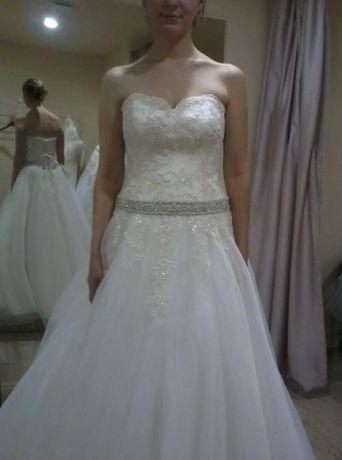 Sukienka ślubna Agnes 38