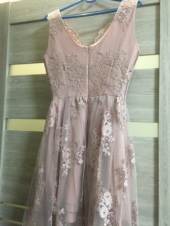 Пудрове плаття з шлейфом