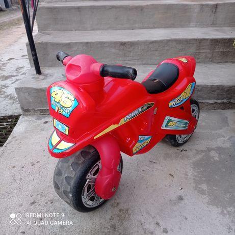 Motorek biegowy dla chłopca