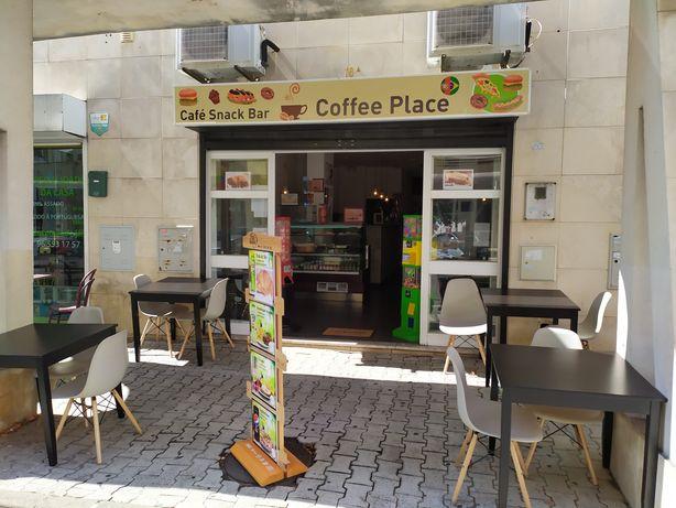 Café Snack Bar completamente equipado e pronto a funcionar