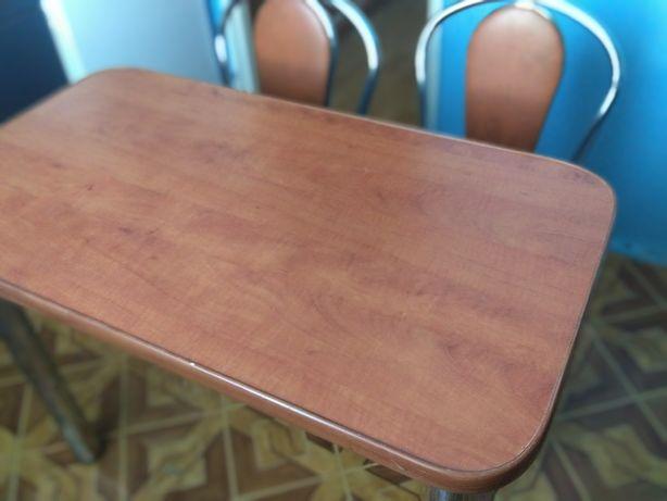 Stół i dwa krzesła