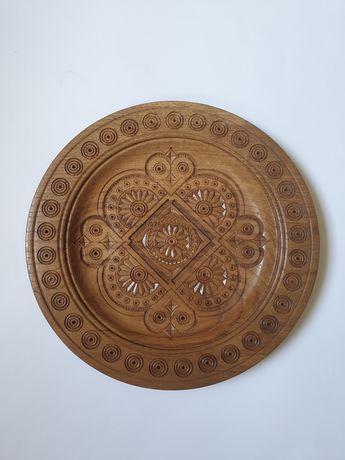 Тарелка деревянная декоративная резная d26 см