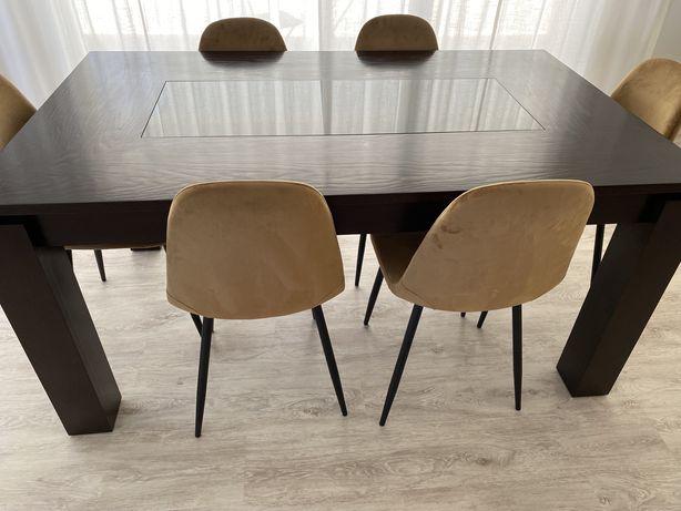 Mesa de sala jantar em bom estado