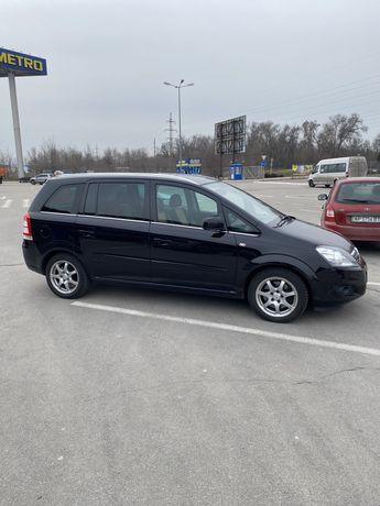 Opel Zafira в максимальной комплектации