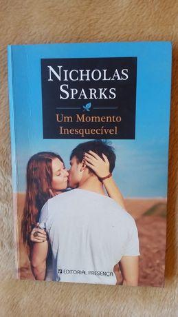 """Livro """"Um momento inesquecível"""""""