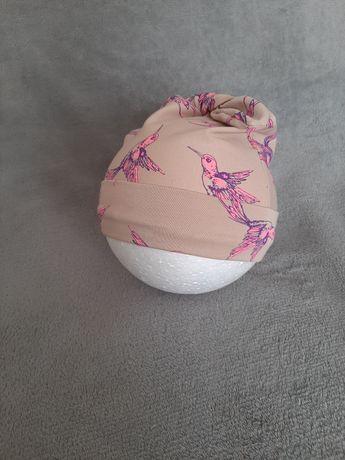 Czapka beżowa różowe koliberki wiązana jesienna hand made