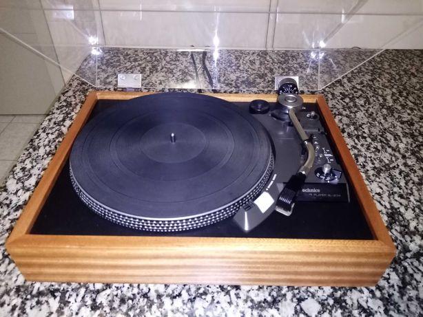 TECHNICS SL 23-A Gira Discos em madeira Excelente estado.