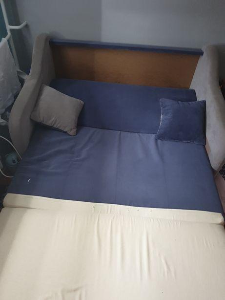 Łóżko rozkładane typu amerykanka.