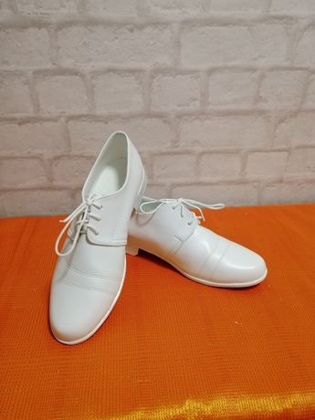 Buty komunijne chłopięce białe
