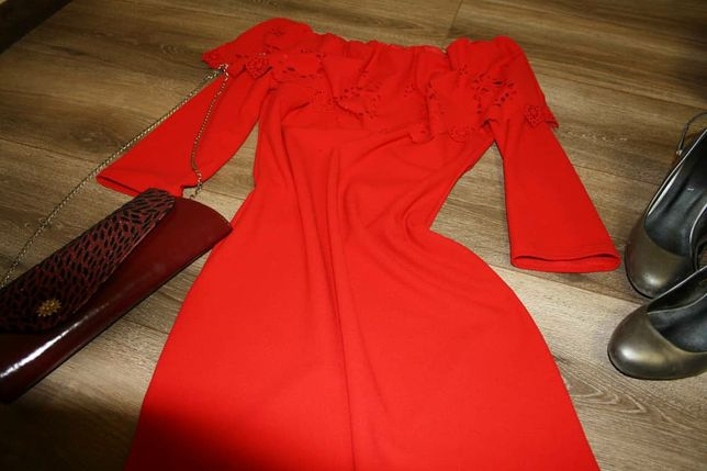 Плаття з воланом