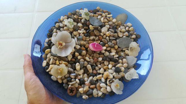 Taça com pedras decorativas