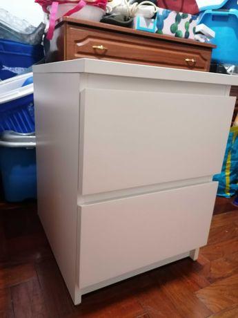 Vendo mesa de cabeceira MALM 2 gavetas IKEA