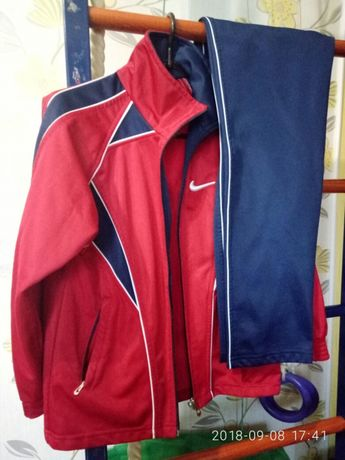 Продам спортивный костюм универсальный (мальчик-девочка)