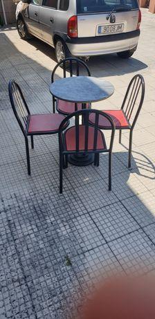 8 mesas e 32 cadeiras cada conjunto de 1 mesa e 4 cadeiras custa 40