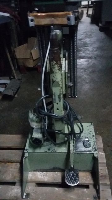 Máquina de tirar formas de calçado