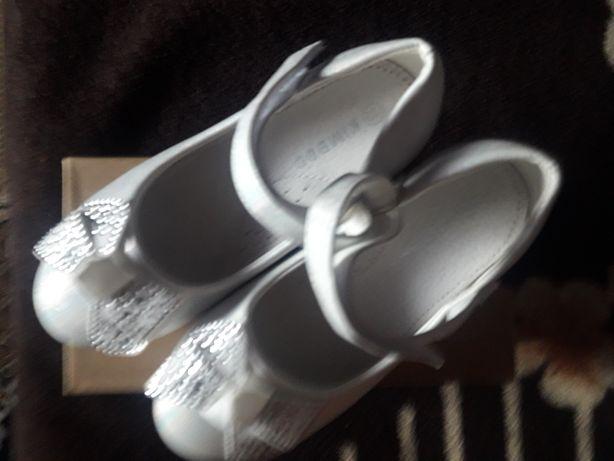 Туфельки, взуття для дівчаток.