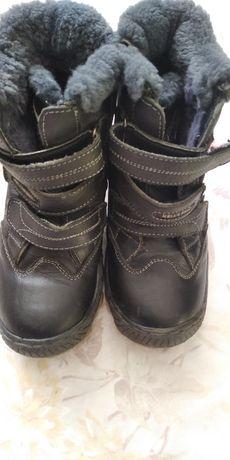 Зимові черевики для хлопчика.