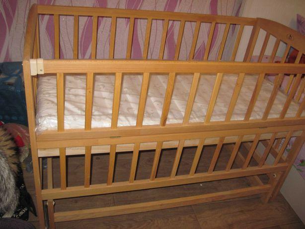Продаётся детская кроватка--качалка (НОВАЯ) НЕ ИСПОЛЬЗОВАЛАСЬ.
