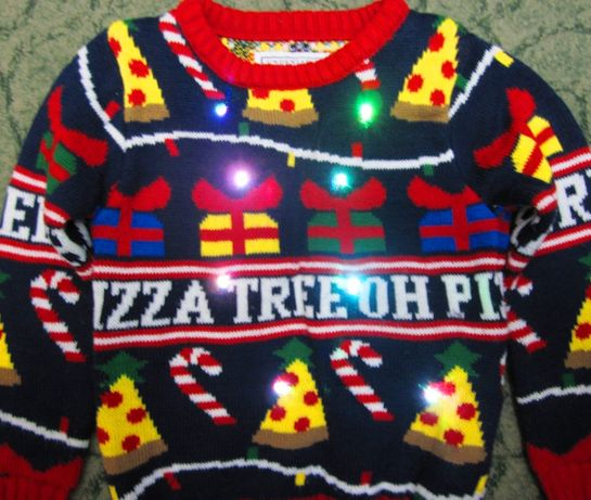 Новогодний свитер с мигающими лампочками на 4-5 лет