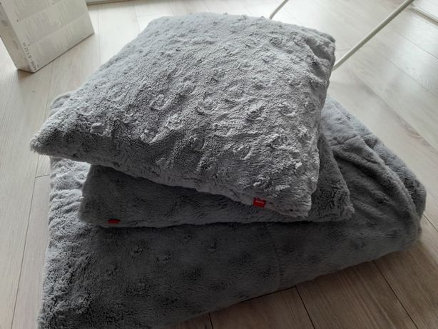 Narzuta na łóżko Home & You plus poduszki