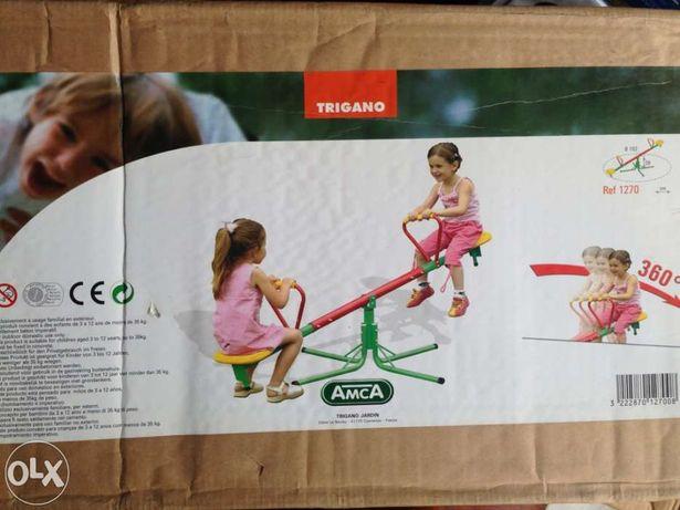 Vendo Baloiço tipo cavalete novo na caixa de exterior para Criança.