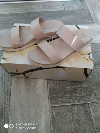 Обувь женская в хорошем состоянии