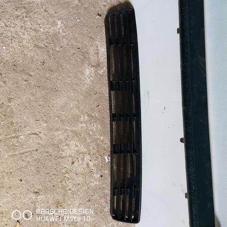 Audi. Решетка бампера нижняя