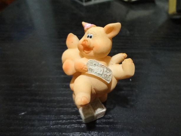 Продам сувенир свинки .