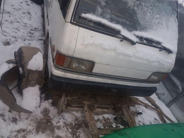 Розбираю Mazda E 2000 86р