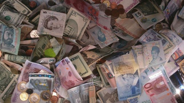 Бумажные иностранные банкноты боны и купюры