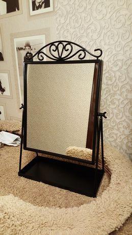 Изящное настольное зеркало с подставкой