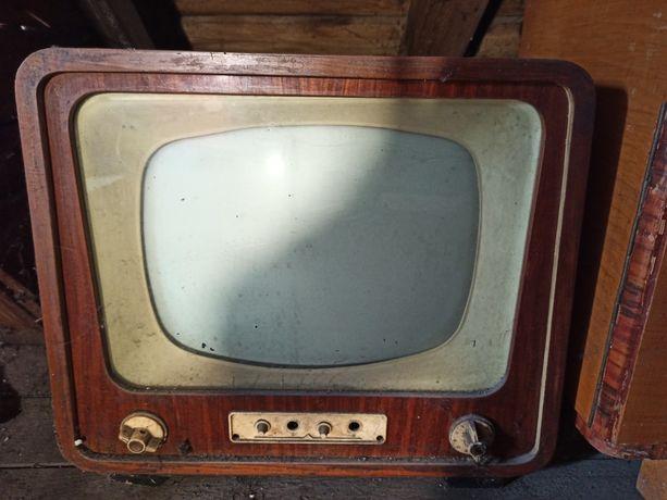 Stary telewizor szmaragd PRL